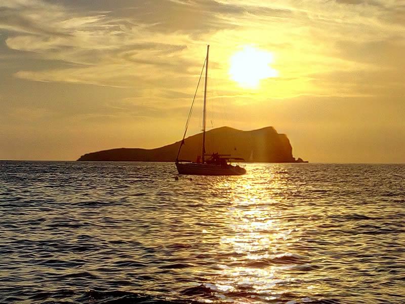 Alba sul mare a Ibiza