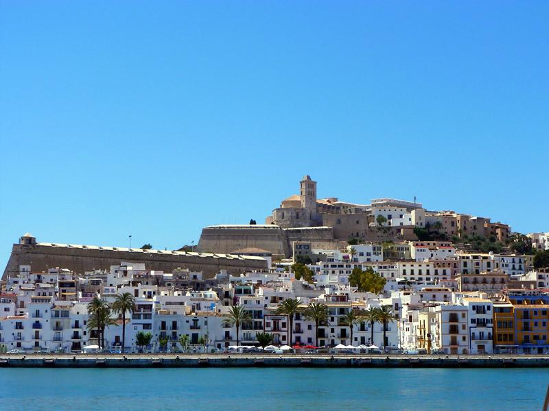 Dalt Vila e Ibiza porto visti dal mare