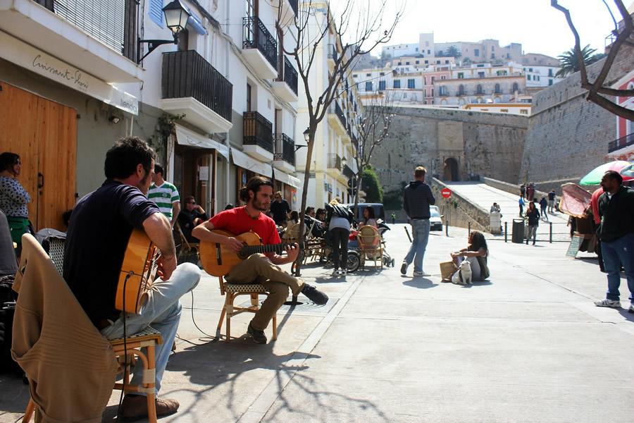 musica per strada a Ibiza