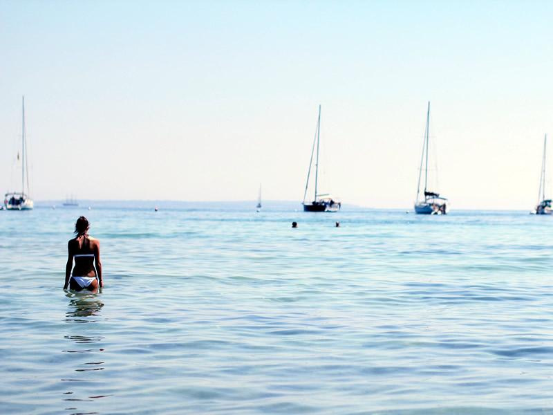 Bagno in mare a Ibiza