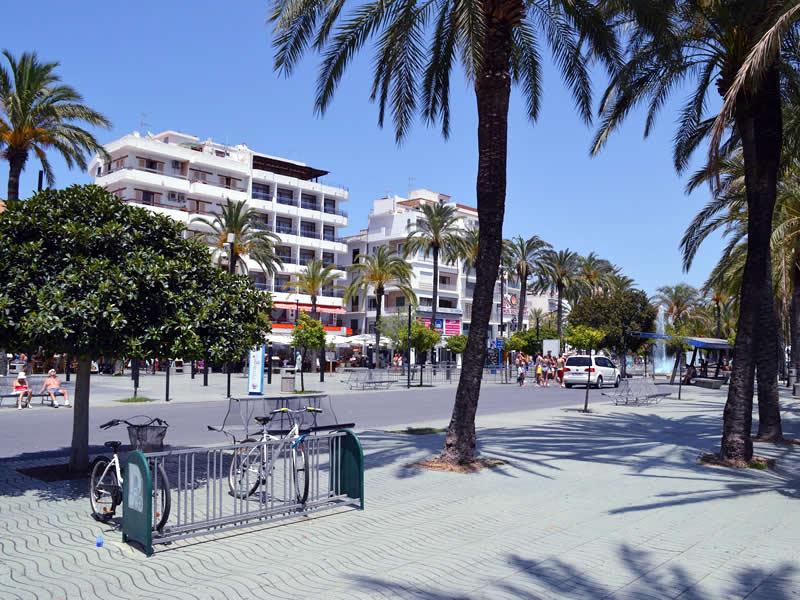 Veduta stradale nell'isola di Ibiza